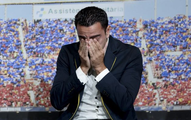 El centrocampista de Barcelona Xavi Hernández se emociona durante el homenaje del FC Barcelona. JOSEP LAGO / AFP