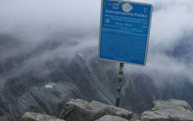 El monte Rysy en las motañas Tatra marca la frontera entre los dos países: Eslovaquia y Polonia.