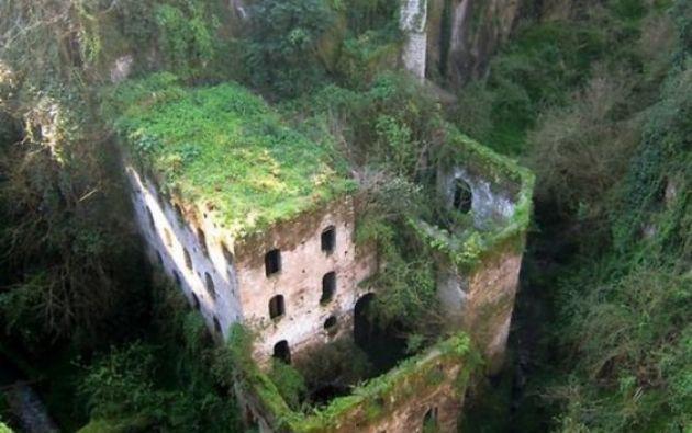 Molino abandonado en 1866. Sorrento, Italia.