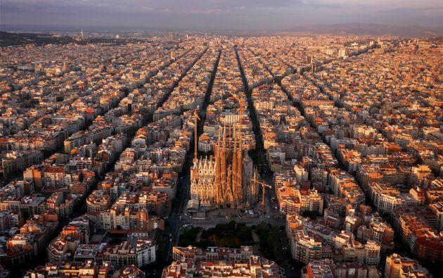 Sagrada Familia y alrededores, Barcelona - España.