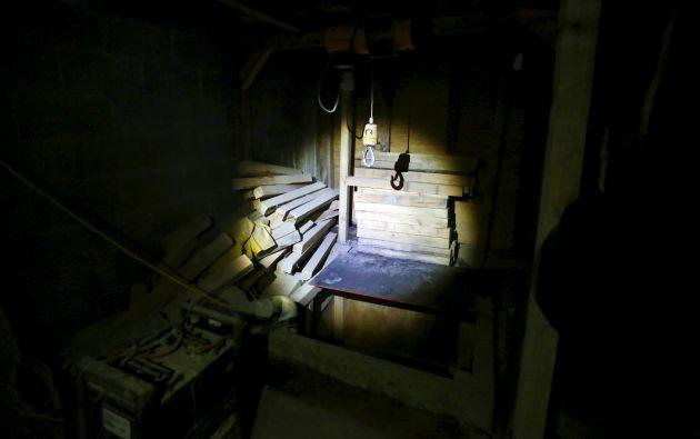 Un gancho colocado dentro del túnel.