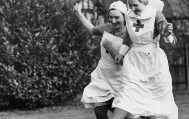 Enfermeras jugando fútbol. 1939