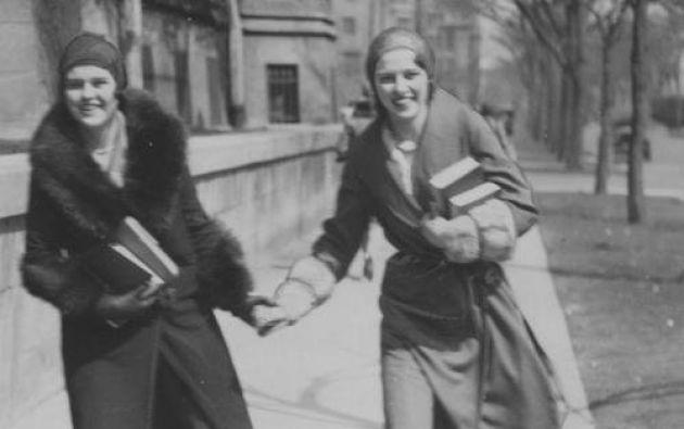 Mujeres en patines en la Universidad de Chicago. 1930