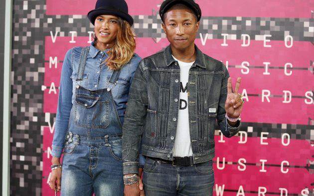 Pharrell Williams y Helen Lasichanh en su llegada a los VMA. Fotos: REUTERS.