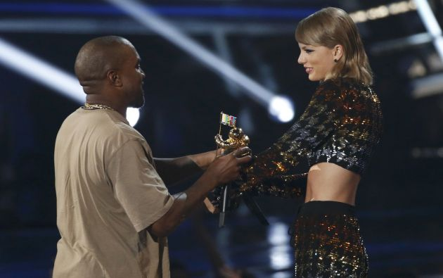 kaney West y Taylor Swift en el escenario.