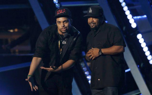 O'Shea Jackson Jr. y Ice Cube presentaron el premio de video del año.