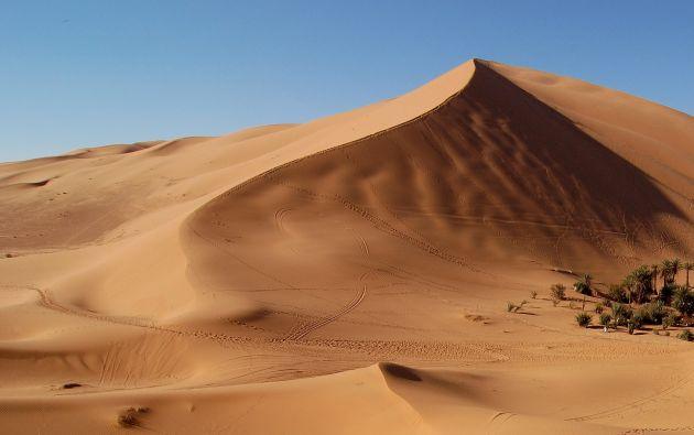 Se cree que el desierto del Sahara es el más arenoso, pero, tan solo el 20% del desierto está compuesto de arena y dunas gigantes. El resto de la superficie consiste en rocas, grava, piedras y guijarros.