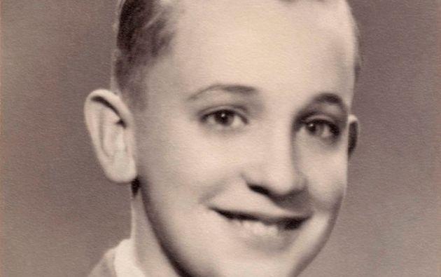 FRANCISCO. Un pequeño Jorge Mario Bergoglio sonríe para una fotografía sin pensar que se convertiría en el primer Papa latinoamericano.