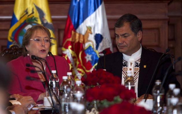 Correa y Bachelet participan en la reunión. Foto: AFP.