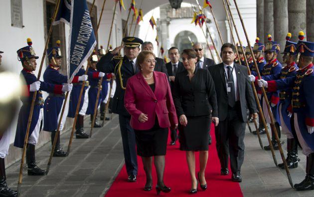 La presidenta de Chile, Michelle Bachelet, a su llegada al Palacio de Carondelet. Foto: REUTERS.