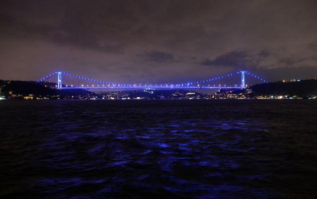 Puente Fatih Sultan Mehmet de Estambul, Turquía.