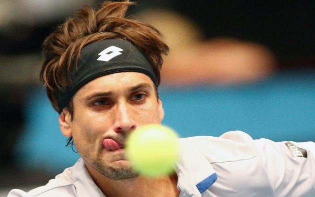 El tenista español David Ferrer devuelve una bola al estadounidense Steve Johnson, durante la final del torneo de Viena (Austria).  THOMAS HAUMER (EFE)
