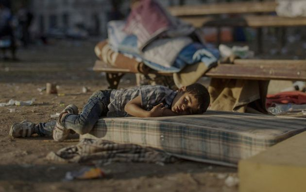 Abdullah, de 5 años, Belgrado, Serbia. Abdullah tiene una enfermedad de la sangre. Durante los últimos dos días, ha estado durmiendo fuera de la estación central de Belgrado.