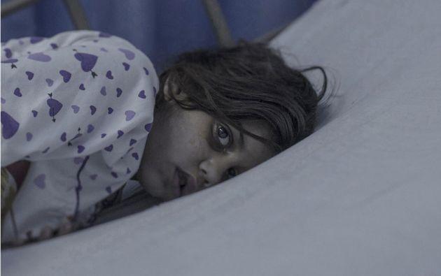 Maram, de 8 años de edad, Amman. Maram acababa de llegar a casa después de la escuela cuando el cohete cayó en su casa. Un pedazo del techo aterrizó justo encima de ella. Su madre la llevó a un hospital de campaña, y de allí fue trasladada por aire a través de la frontera con Jordania.