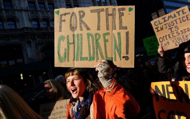 Activistas y partidarios del medio ambiente participan en un mitin llamando a la acción sobre el cambio climático en Nueva York. AFP