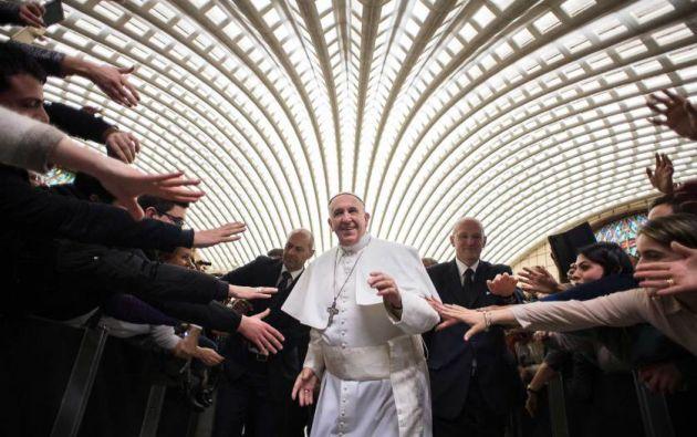 El Papa Francisco llega para una audiencia especial con los miembros de las diócesis de Cassano allo Ionio, desde el sur de Italia, en el Vaticano. 21 de febrero, 2015. Foto: L' Osservatore Romano