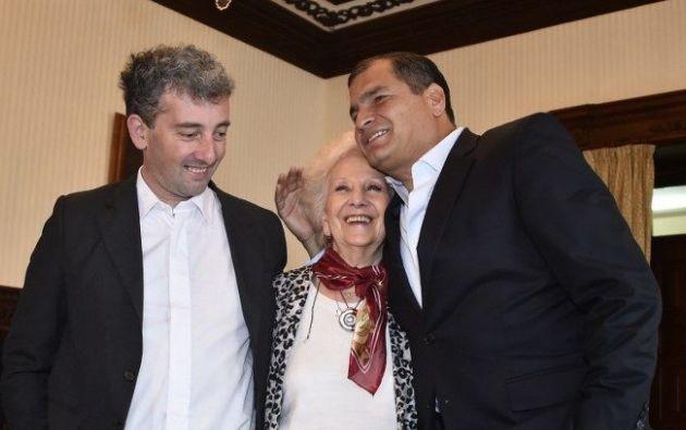 Foto: AFP/Rodrigo Buendia. El presidente Correa los recibió en Quito.