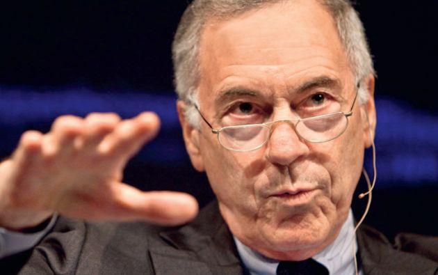 """El economista. Steve Hanke asesoró en 2001 al gobierno ecuatoriano y envió reportes al Departamento del Tesoro de Estados Unidos donde aseguraba que la dolarización estaba """"en buenas manos""""."""