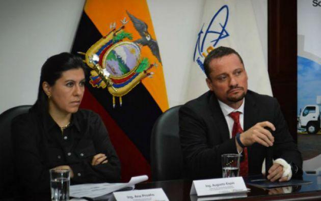 Ana Proaño, secretaria nacional de Telecomunicaciones, y Augusto Espín, ministro de Telecomunicaciones. Foto: Senatel