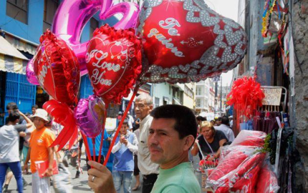 Aunque ensalza al amor, San Valentín se ha convertido en una festividad que mira el dinero. Foto: REUTERS