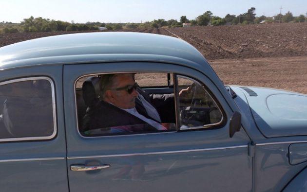 Pepe Mujica llegó a la ceremonia en su Fusca celeste. Foto: AFP