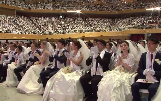 Muchas de las parejas que fueron parte de la gran ceremonia, se habían conocido unos días antes del evento. Fotos: Captura de video