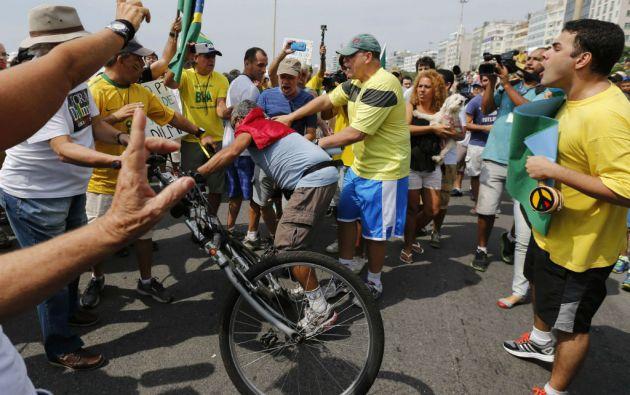 Se registrano incidentes entre simpatizantes del Partido de los Trabajadores (PT) y manifestantes durante una protesta contra Rousseff. Foto: REUTERS