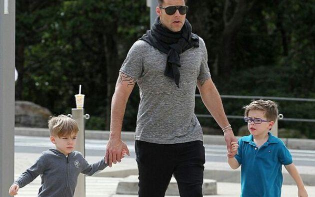 Ricky Martin y sus hijos, Matteo y Valentino. Foto: Twitter / Ricky Martin.