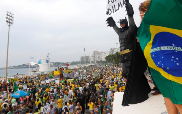 El descontento por la inflación y la indignación generada por escándalos de corrupción en Petrobras fueron los detonantes de las protestas del domingo. Foto: REUTERS
