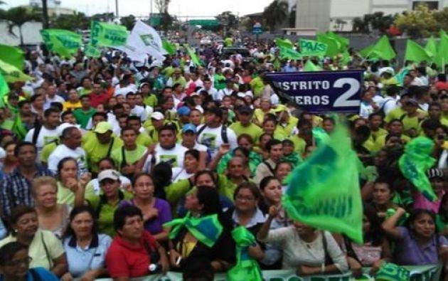 Simpatizantes del régimen culminaron su periplo en el sur de la ciudad. Fotos: Twitter / Marcela Aguiñaga.