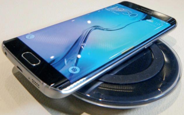 La principal característica del nuevo Samsung Galaxy S6 Edge es su pantalla curvada en los bordes. Y aunque la curvatura posee algunas funcionalidades, para algunos analistas es un detalle principalmente ornamental.