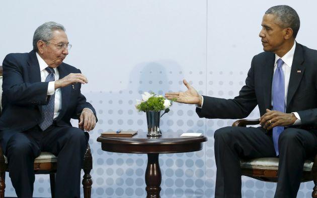 Obama mantuvo este sábado una histórica reunión con el presidente de Cuba, Raúl Castro, durante la VII Cumbre de las Américas. Fotos: REUTERS.