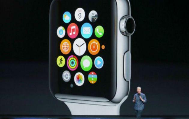 El Apple Watch abre nuevas posibilidades para la industria del periodismo, ávida de conectarse con las audiencias de la era digital. Foto: REUTERS