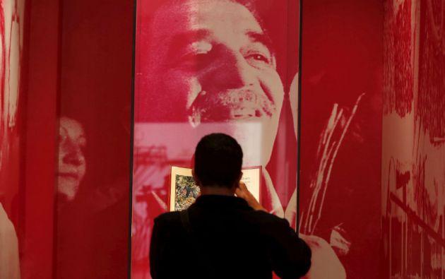Un hombre acudió a una exposición sobre Gabo en la Biblioteca Nacional de Bogotá. Foto: REUTERS