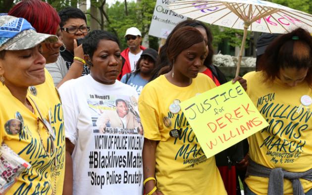 """La manifestación que hoy recorrió Washington fue organizada por la organización """"Mothers for Justice United"""". Foto: AJ+."""