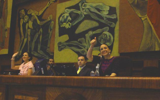 La candidatura de Rivadeneira fue propuesta por la asambleísta María Augusta Calle. Foto: Asamblea Nacional.