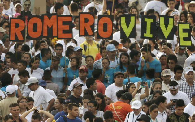 171775 additionally El Monse C3 B1or Romero Es Beatificado Ante Miles De Personas En El Salvador besides Generos Literarios also Filme Oscar Romero De El Salvador furthermore Beatificacion Romero. on monsenor romero biografia