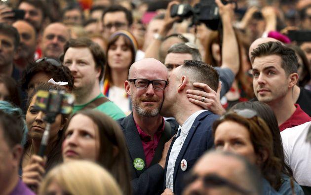 La República de Irlanda, de fuerte tradición católica, se convirtió el sábado en el primer país que autoriza en un referéndum el matrimonio homosexual. Foto: REUTERS.