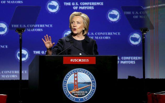 Clinton también respaldó la posibilidad de retirar la bandera confederada del Parlamento estatal de Carolina del Sur. Foto: REUTERS.