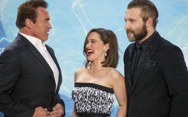Arnold Schwarzenegger junto a Emilia Clarke y Jai Courtney.