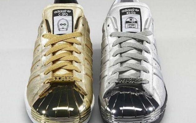 Los zapatos conmemorativos de C3PO y R2-D2.