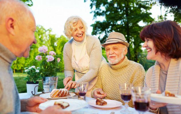 El bajo consumo de verduras y de frutas en la tercera edad, propicia problemas como osteoporosis por falta de calcio, anemia por falta de hierro o estreñimiento por falta de fibra.