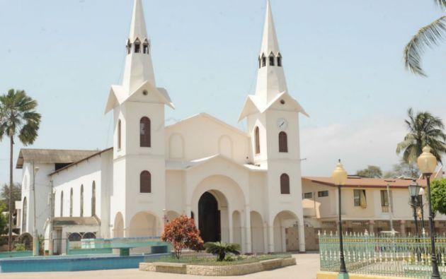 La iglesia Nuestra Señora del Carmen es un lugar turístico por su estilo arquitectónico. Foto: César Mera