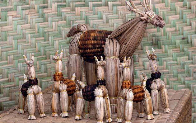 Llamas. Los artesanos tejen a ese camélido andino por considerarlo sagrado.