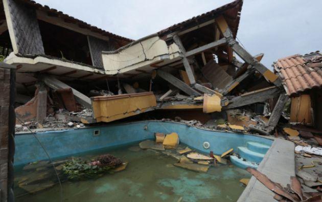 Pedernales sufrió afectaciones en muchas viviendas, que ahora son inhabitales. Foto: AFP