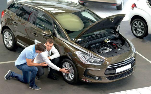 Es importante pedir asesoría de un mecánico para verificar el estado mecánico del vehículo seminuevo.