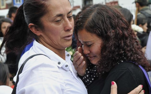 Familiares de la pequeña lamentan su muerte. Foto: AFP.
