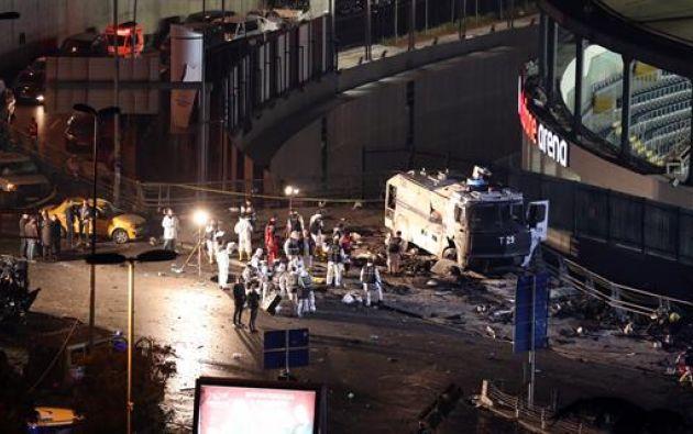 Dos coches bombas explotaron hoy en las afueras del estadio del Besiktas. Foto: Agencias