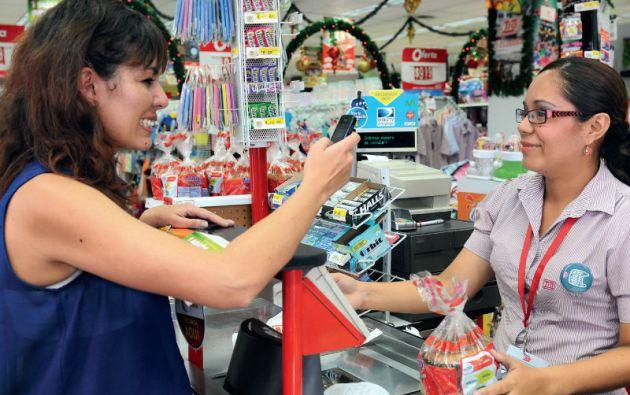 El dinero electrónico ya se usa de forma esporádica en varios supermercados del país. Foto: Archivo