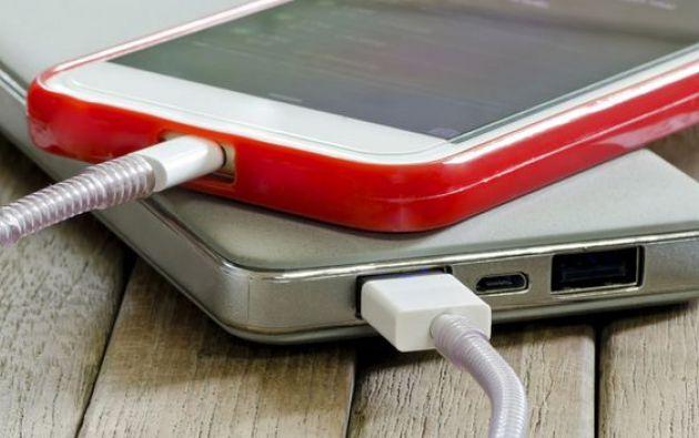 La batería del 'smartphone' siempre se queda sin carga cuando más se necesita, y en este artículo encontrará trucos sencillos para que la recarga sea más efectiva.